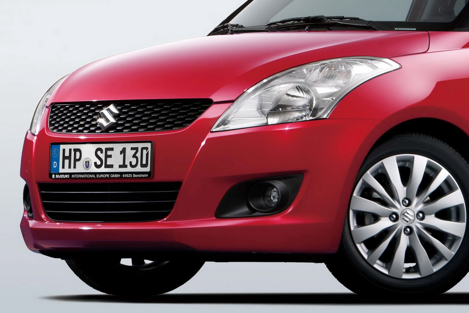 2010-Suzuki-Swift-5.jpg