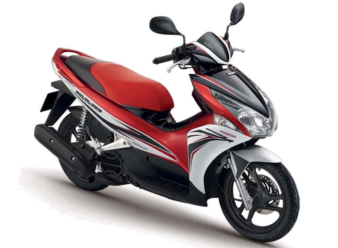 Honda-Air-Blade-125-1-e1476772543974.jpg