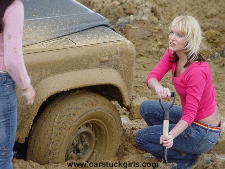Land_Rover_LR_110_stuck_in_the_mud _014.jpg